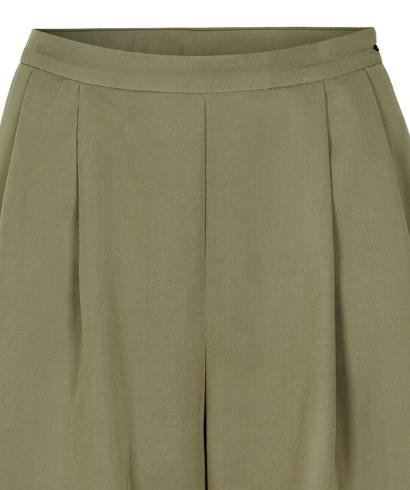 Numph-Nukiran-Shorts-Olive-2
